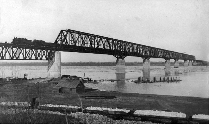 Railroad bridge at Uvek