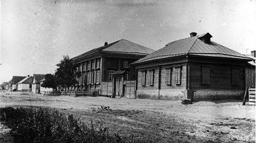 Norka Mitteldorf schoolhouse and teacher's residence in 1912.