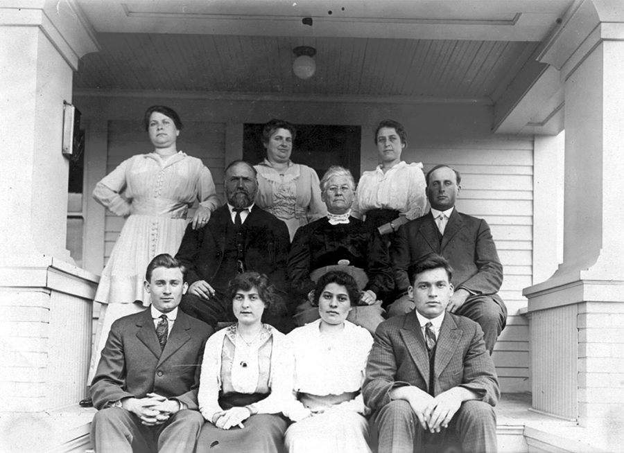 George & Elizabeth Screiber family circa 1920