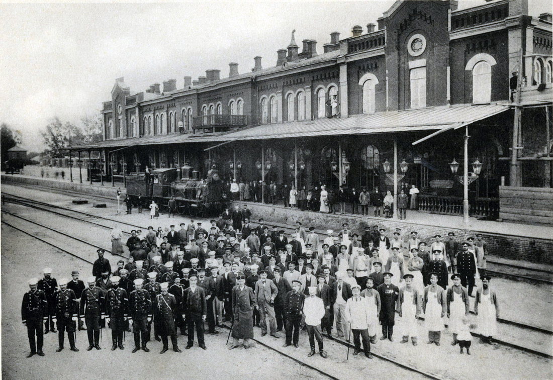 Saratov Mail Railway Station workers in 1900